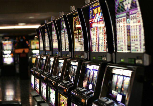 Виртуальное Рокс казино – захватывающие игровые автоматы